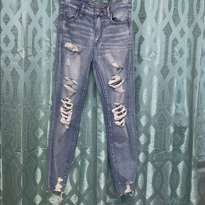Light washed ripped American eagle jeans.